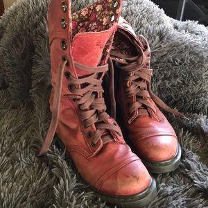 Doc Martens Triumph 1914 Floral Combat Boots